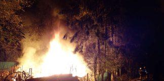 Brennende Hütte (Foto: Feuerwehr Wiesbaden)