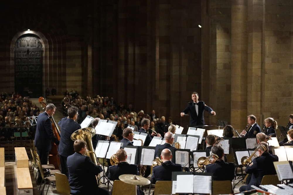Das Landespolizeiorchester Rheinland-Pfalz unter der Leitung von Stefan Grefig (Foto: Holger Knecht)