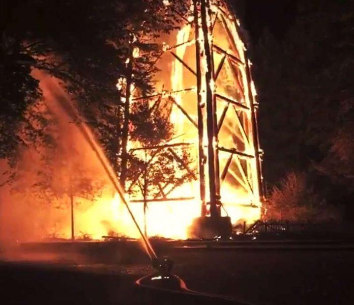 Der brennende Goetheturm (Screenshot Video, Quelle: Feuerwehr Frankfurt)