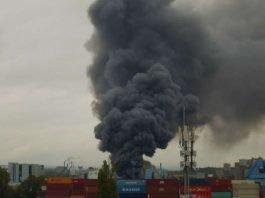 Die gewaltige Rauchwolke (Foto: Feuerwehr Mainz)