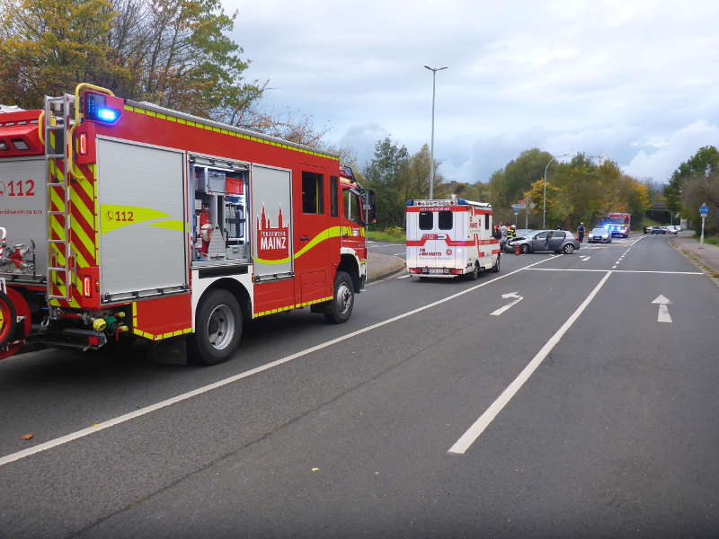 Rettungsfahrzeuge (Foto: Feuerwehr Mainz)
