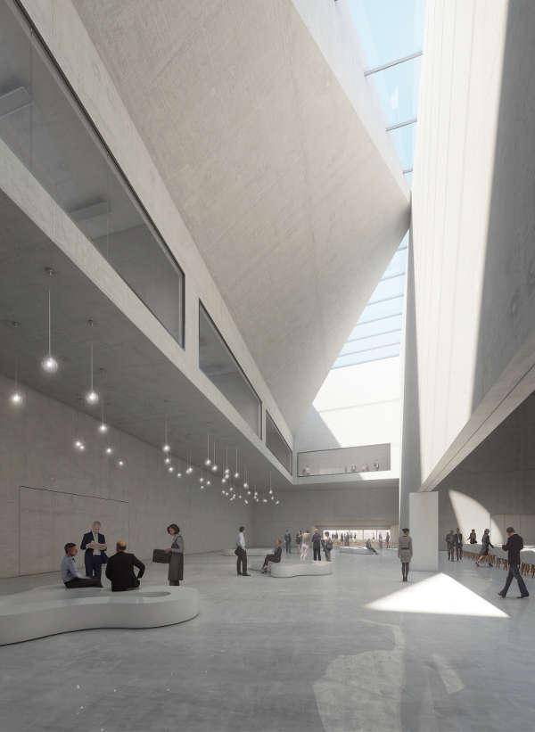 Das eindrucksvolle, nahezu gebäudehohe Hauptfoyer empfängt die Gäste des Konferenzzentrums und bietet zugleich Zugang zum Großen Saal. (Foto: DEGELO Architekten)
