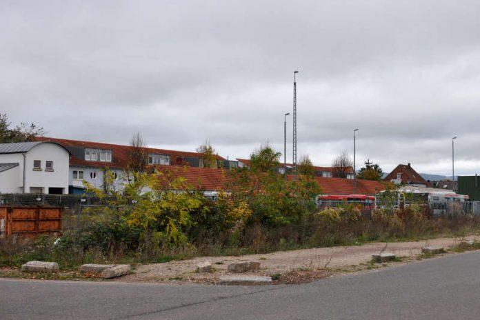 Die frühere Südwestbus-Fläche an der Paul-von-Denis-Straße. Der Stadtrat hat in seiner jüngsten Sitzung dem Ankauf der Fläche zugestimmt, um diese städtebaulich neu zu ordnen und einer neuen Nutzung zuzuführen. (Foto: Stadt Landau in der Pfalz)