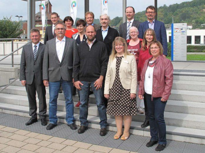 Sieben Mitarbeiterinnen und Mitarbeiter ehrte oder verabschiedete Landrat Dr.Achim Brötel bei einer Feierstunde im Hauptgebäude des Landratsamtes in Mosbach. (Foto: Landratsamt Neckar-Odenwald-Kreis)