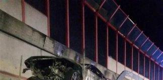Der Fahrer konnte sich noch rechtzeitig in Sicherheit bringen, bevor der LKW ausbrannte