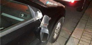 Beschädigtes Fahrzeug in der Burgstraße Betroffener Außenspiegel