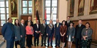 OB Peter Feldmann empfängt neue Mitglieder des Hessischen Konsular Korps im Kaisersaal (Foto: Stadt Frankfurt / Felix Wachendörfer)
