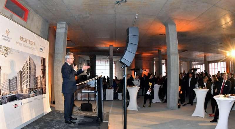 Richtfest für die Kornmarkt Arkaden, Ansprache von Oberbürgermeister Peter Feldmann (Foto: Rainer Rüffer)