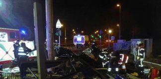 Einer der beiden Insassen war sofort tot (Foto: Feuerwehr Mainz)