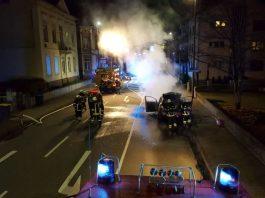 Der Feuerwehr löschte den brennenden PKW (Foto: Feuerwehr Bad Kreuznach)