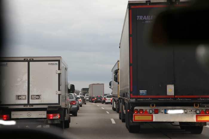 Einsatzfahrzeuge nähern sich mit hoher Geschwindigkeit und sehen sich sehr oft einer solchen Herausforderung ausgesetzt