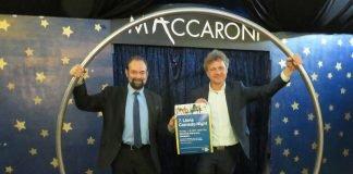 Drehen mit der 7. Lions Comedy-Night ein großes Rad: Programmkoordinator Jörg Trippe (links) und Schirmherr Dr. Frank Mentrup (Foto: LIONS COMEDY-NIGHT)