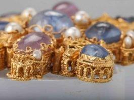 Mainzer Tassel, Rheinland, Ende 10. Jahrhundert, Amethyste, Perlen, Glas (Detail) (Foto: W. Fuhrmannek, HLMD)