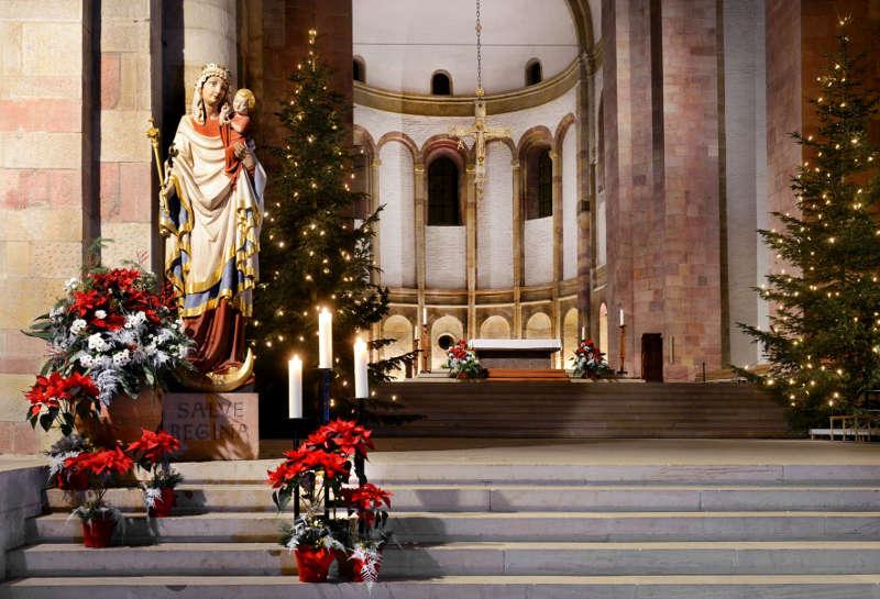 Dom zu Speyer weihnachtlich geschmückt (Quelle: Domkapitel Speyer, Foto: Klaus Landry)