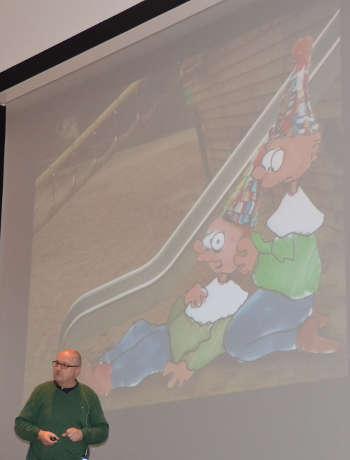 Direkte Bezüge zum Veranstaltungsort stellte Dr. Ralf Schnelle aus Stuttgart in seinem Vortrag zur Verletztenversorgung her. (Foto: Michael Genzwürker)