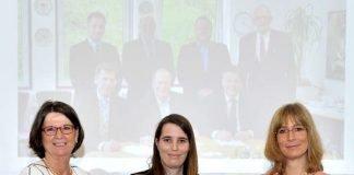 Priska Hinz überreicht Hessischen Klimaschutz-Sonderpreis an Wiebke Fiebig und Kirsten Schröder-Goga (Foto: Roland Grün)