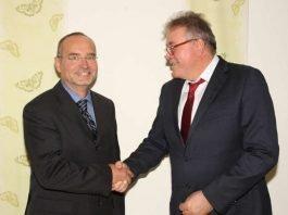 Stabwechsel: Dr. Helmut Reinhard (links) und Dr. Martin Stark (Quelle: GRN)