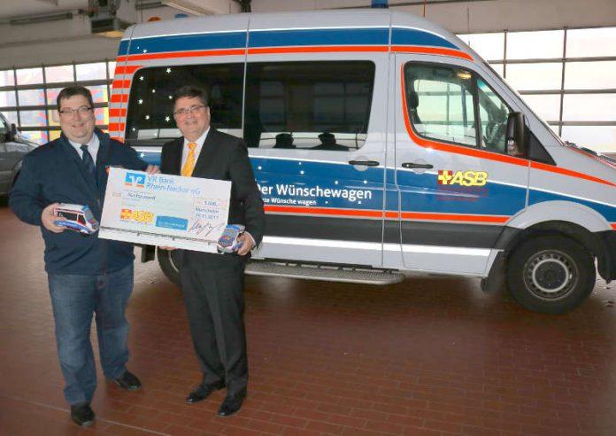 ASB-Geschäftsführer Joachim Schmid (l.) und VR-Bank Vorstandsmitglied Michael Mechtel (r.) (Foto: VR Bank Rhein-Neckar eG)