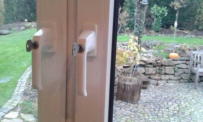 Sind die Fenster abgeschlossen, sollte der Schlüssel unbedingt verdeckt abgelegt werden (Quelle: LKA RLP)