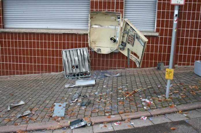 Beschädigter Zigarettenautomat in Annweiler