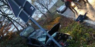 Beschädigter PKW des geflüchteten Fahrzeugführers