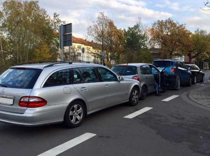 Vier Fahrzeuge beschädigt