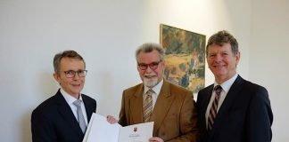 Das Bild zeigt von links nach rechts Herrn Dr. Werner Follmann, Justizminister Herbert Mertin und Herrn Ernst Merz (Foto: Ministerium der Justiz)