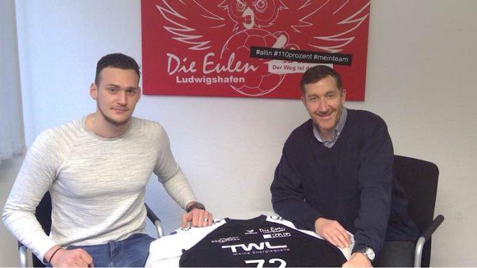 Stefan Hanemann mit Geschäftsführer Marcus Endlich anläßlich der Vertragsunterzeichnung (Quelle: LIsa Hessler)
