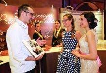 Persönliche Beratung auf den Karlsruher Hochzeits- und Festtagen. (Foto: Jürgen Rösner/KMK)