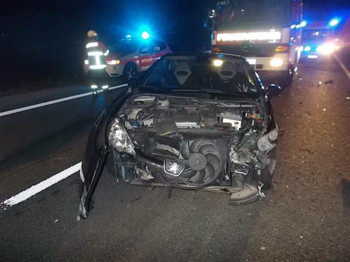 Der unfallbeschädigte PKW (Foto: Polizei RLP)