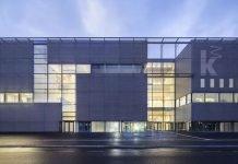 Die Fassade des Neubaus der Kunsthalle Mannheim am Abend (Foto: Hans-Georg Esch / gmp - Architekten von Gerkan, Marg und Partner)