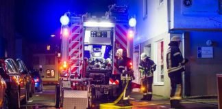 Die Feuerwehr Dossenheim beim Einsatz an der Wäscherei