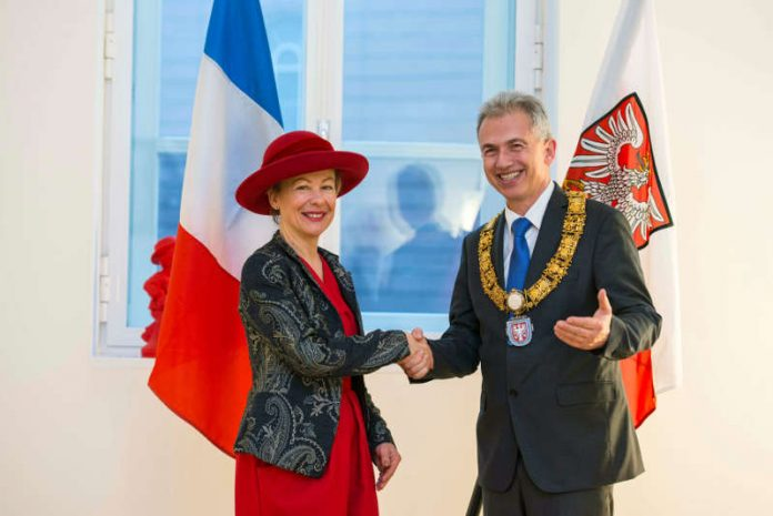 OB Peter Feldmann empfängt Frankreichs Generalkonsulin Pascale Trimbach (Foto: Stadt Frankfurt / Heike Lyding)