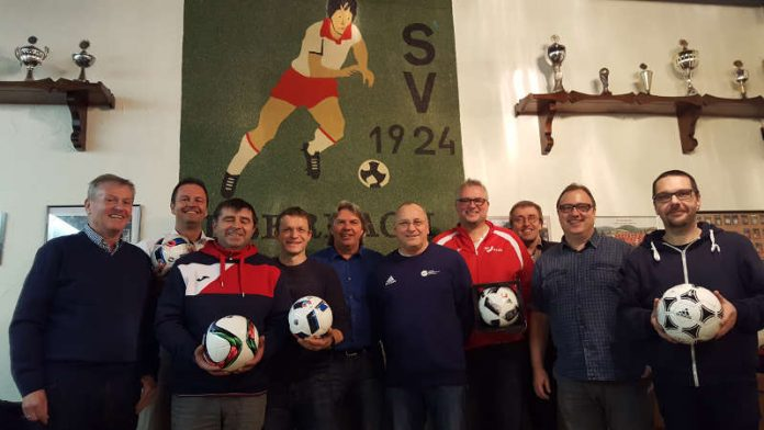 v.l. Johannes Kolmer, Achim Hable (2. Vorsitzender), Jürgen Wessely (Spielausschuss), Ralf Bettinghausen (1. Vorsitzender) und Ronny Zimmermann (Foto: bfv)