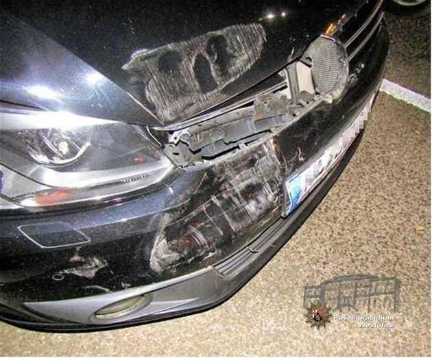 Der VW Touran der Unfallverursacherin wurde im Frontbereich beschädigt