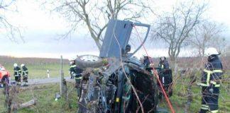Verunfalltes Auto bei LD-Mörzheim