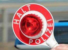 Symbolbild Polizeikelle