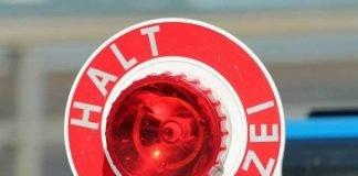 Symbolbild Polizeikelle, Halt, Kontrolle, Fahndung