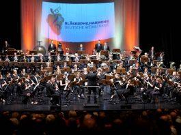 Die Bläserphilharmonie Deutsche Weinstraße unter der musikalischen Leitung von Thomas Kuhn. (Foto: Holger Knecht)