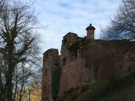 Der Burgweg, der Fußweg zum Schloss, der sich direkt neben der Talstation der Bergbahn am Kornmarkt befindet und zum Nordeingang der Schlossanlage führt, muss gesperrt werden. (Foto: Staatsanzeiger/Petra Schaffrodt)