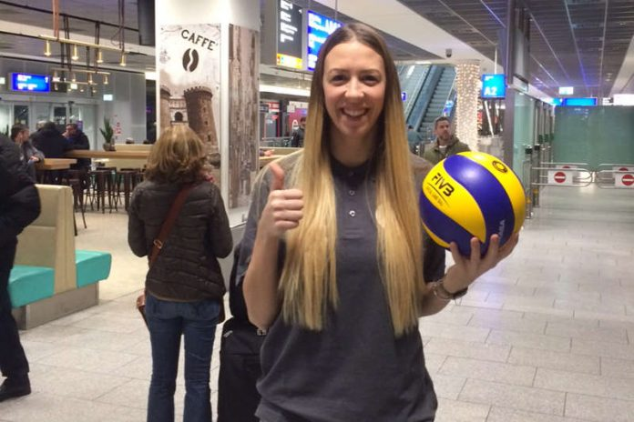 Vor dem ersten Training: Tanja Sredic bei ihrer Ankunft am Frankfurter Flughafen (Foto: VCW)