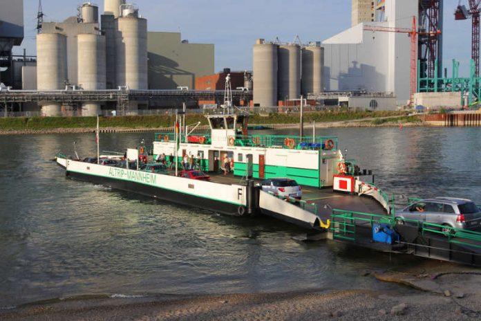 Das Bild zeigt die Rheinfähre Altrip-Mannheim im Jahr 2017 (Quelle: Rheinfähre Altrip GmbH / Foto: Lenz)