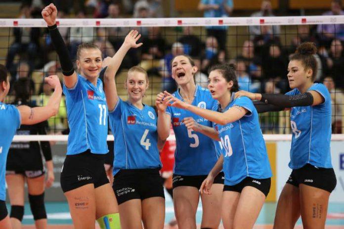 Pflicht erfüllt: Der VCW kommt über das Team zum Erfolg (Foto: Detlef Gottwald)