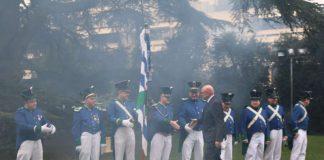 Der Neujahrsempfang im Schloss wurde traditionsgemäß von Böllerschüssen der Bürgerwehr unter der Großen Zeder eröffnet (Foto: Stadtverwaltung Weinheim)