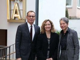 Ellen M. Harrington mit Ina Hartwig und Nikolaus Hensel (Foto: Jonas Ebling)