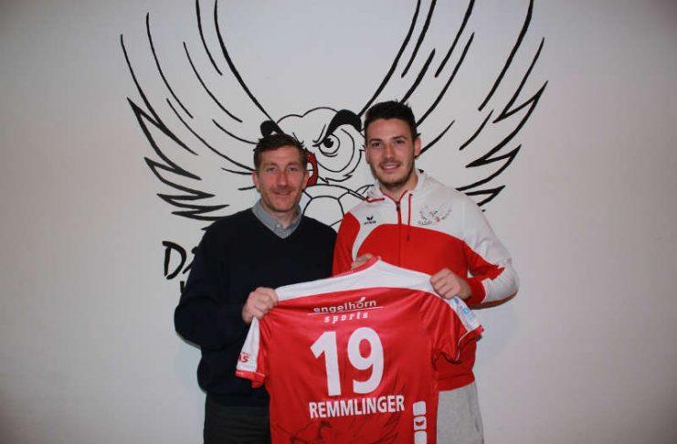 Jan Remmlinger gemeinsam mit Geschäftsführer Marcus Endlich (Quelle: Eulen Ludwigshafen)