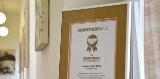 Die Stiphtung Christoph Sonntag hat die Stadt für die Unterstützung der Aktion Kinderwunschbaum ausgezeichnet. (Foto: Stadt Landau in der Pfalz)