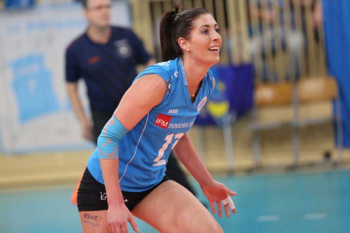 VCW-Kapitänin Karolina Bednářová ist auf den nächsten Ballwechsel fokussiert (Foto: Detlef Gottwald)