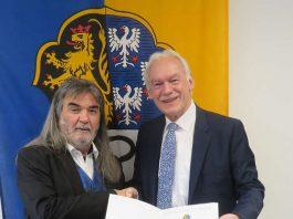 Armin Jung erhielt die Verdienstmedaille von Bürgermeister Lorch (Foto: Gemeindeverwaltung Haßloch)