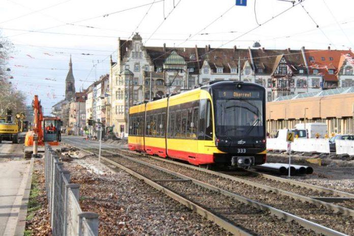 Baustelle statt Bahnverkehr: Aufgrund einer Gleiserneuerung verkehren in den Fastnachts- ferien keine Tram- und Stadtbahnen zwischen der Tullastraße und Durlach Bahnhof (Foto: VBK)